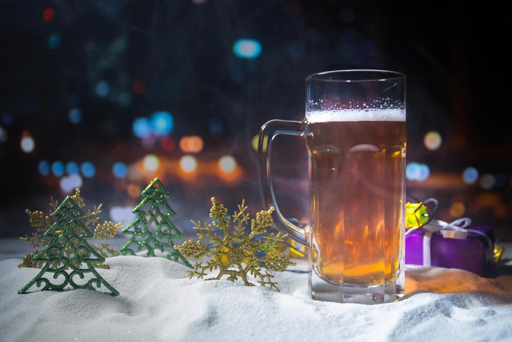Bierkrug im Schnee