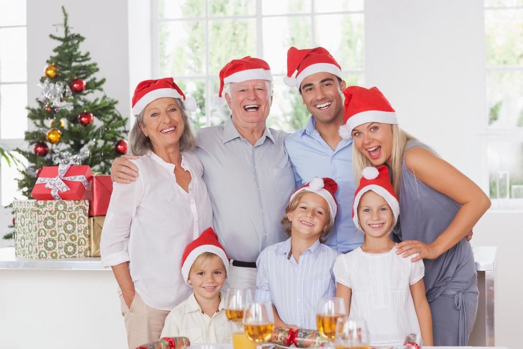Familie-in-Weihnachtszeit1